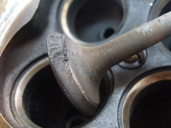 Как газ влияет на двигатель автомобиля?